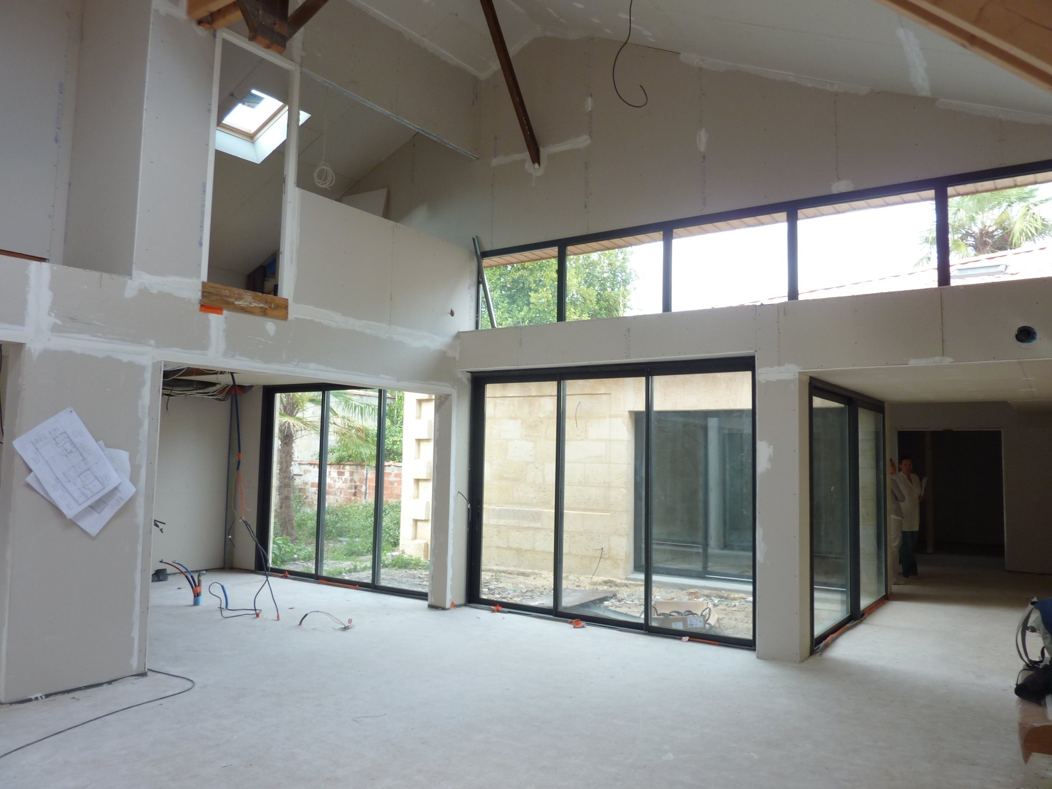 loft dans un hangar. Black Bedroom Furniture Sets. Home Design Ideas